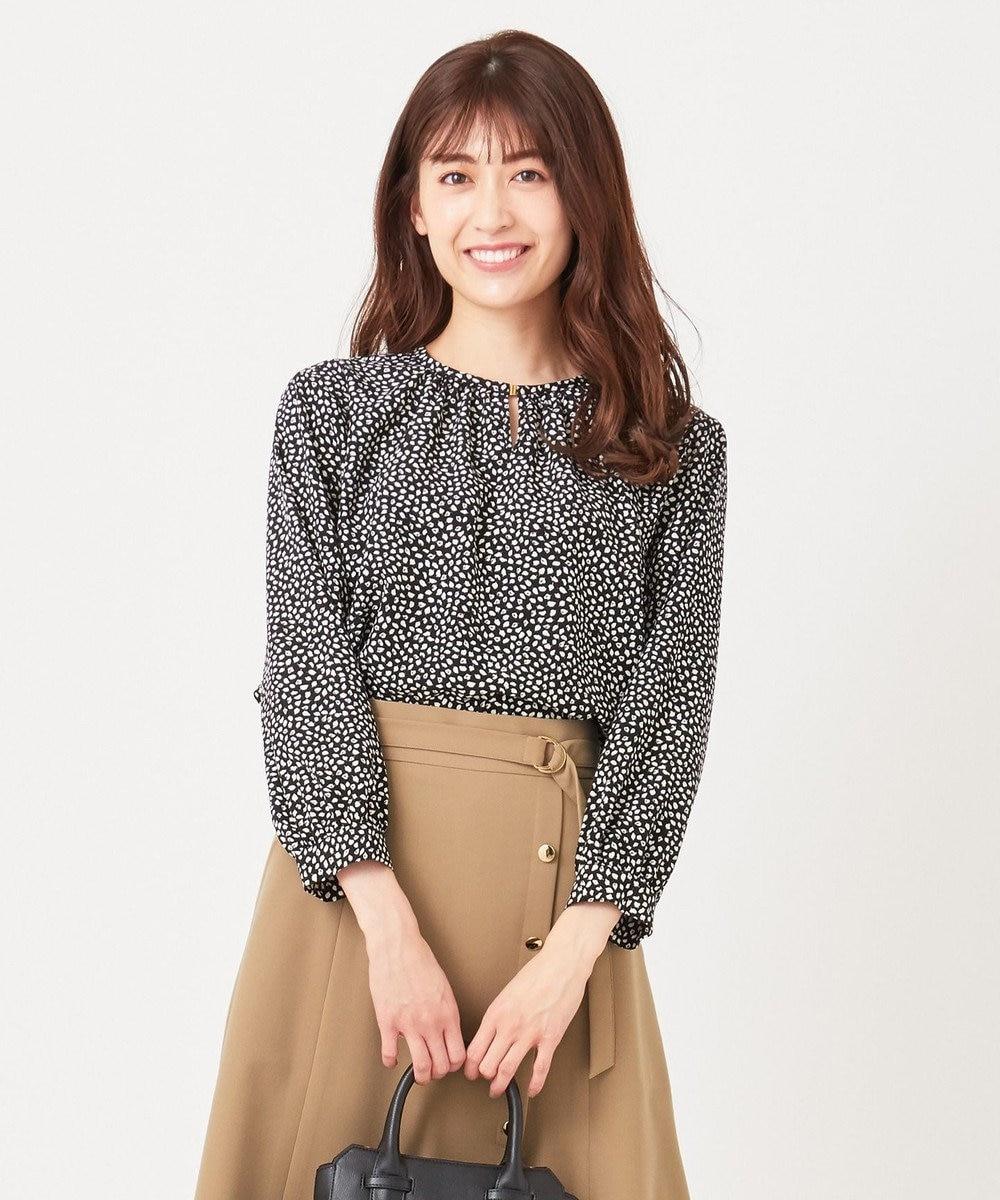 any SiS 【美人百花3月号掲載】ギャザーネックリーフプリント ブラウス ブラック