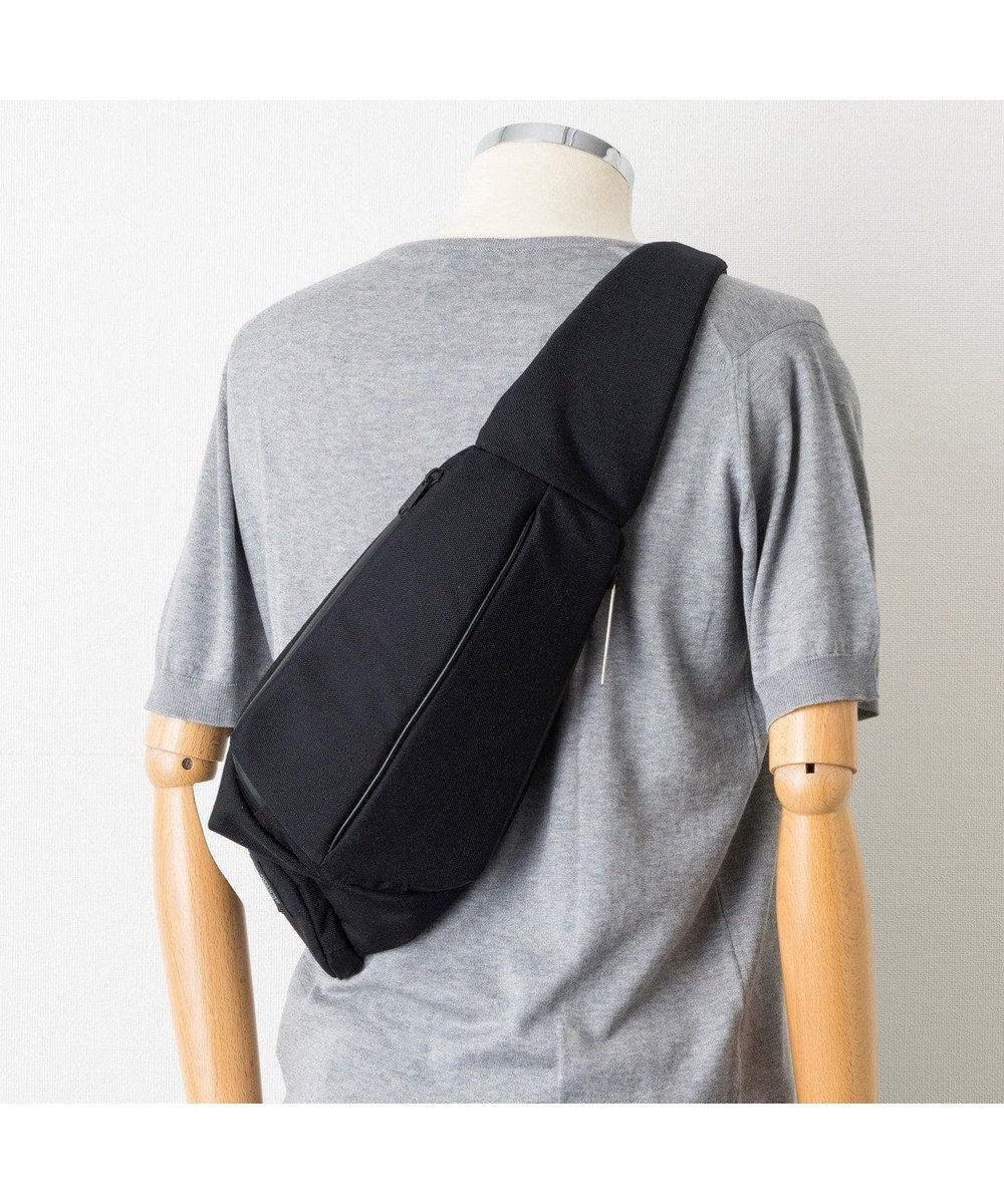Regalo Felice 【右掛け・左掛け対応可】ボディーバッグ / UM_0033・UN METRE PRODUCTIONS / Three Space Body Bag 黒