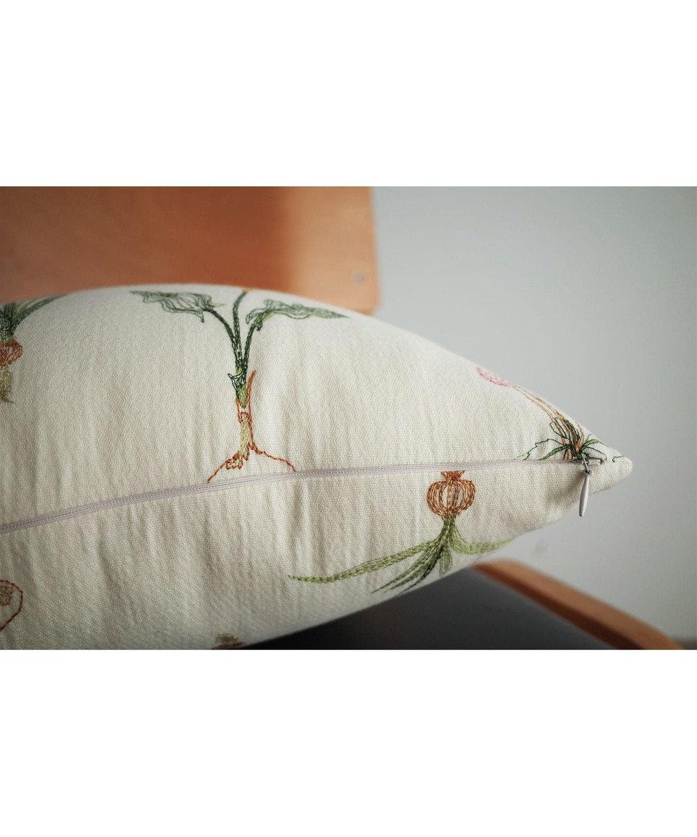 AND WOOL 球根花の刺繍クッション ホワイト