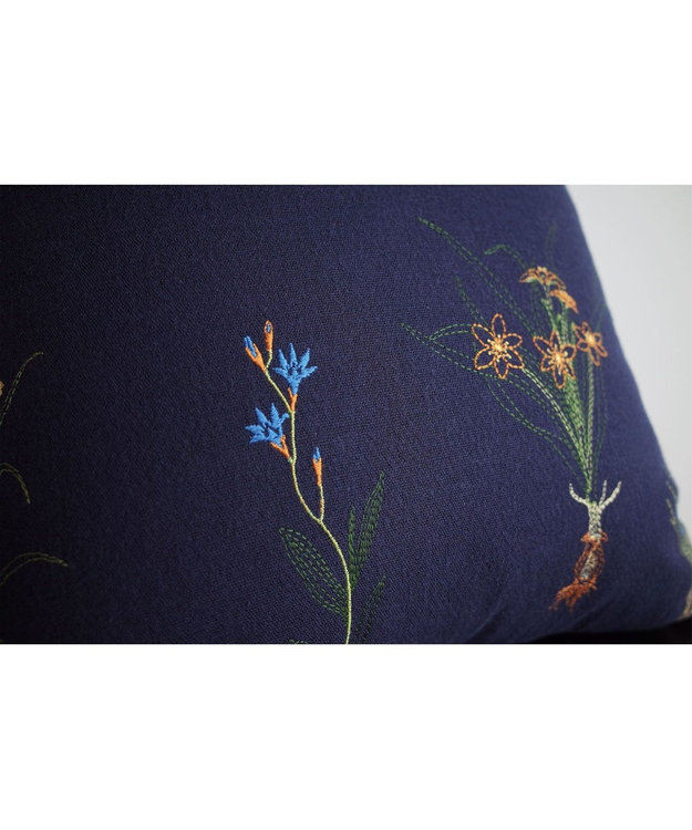 AND WOOL 球根花の刺繍クッション ネイビー