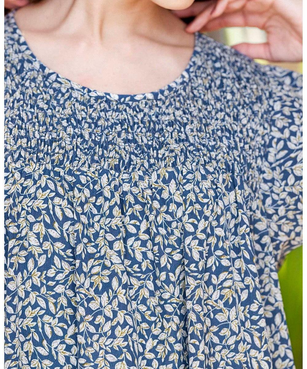 Tiaclasse 【洗える】体型カバーも叶う、リーフ柄ギャザーチュニック ブルー