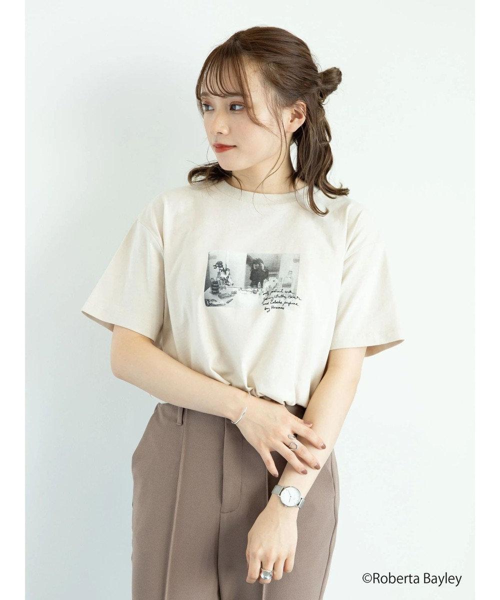 earth music&ecology 【WEB限定】Roberta Bayley Tシャツ A Light Beige
