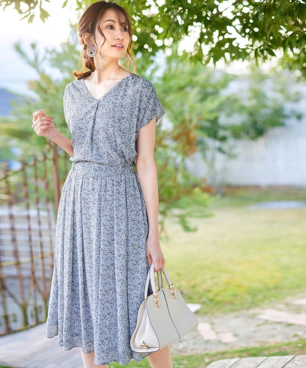 Tiaclasse 【洗える】程良い透け感のシフォン花柄フレンチワンピース ブルーグレー