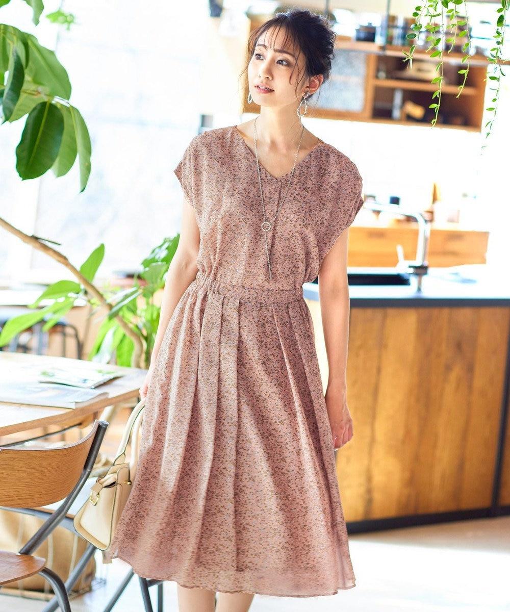 Tiaclasse 【洗える】程良い透け感のシフォン花柄フレンチワンピース ダスティピンク